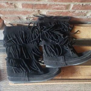Minnetonka three layer suede fringe boots